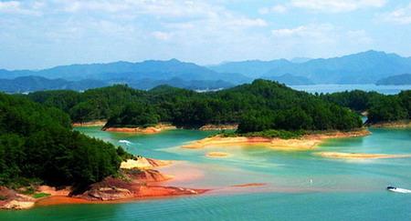 千岛湖是中国首批国家级风景名胜区之一,也是中国面积最大的森林公园